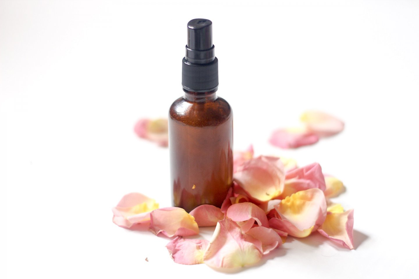 DIY: Rosewater and Aloe Mist